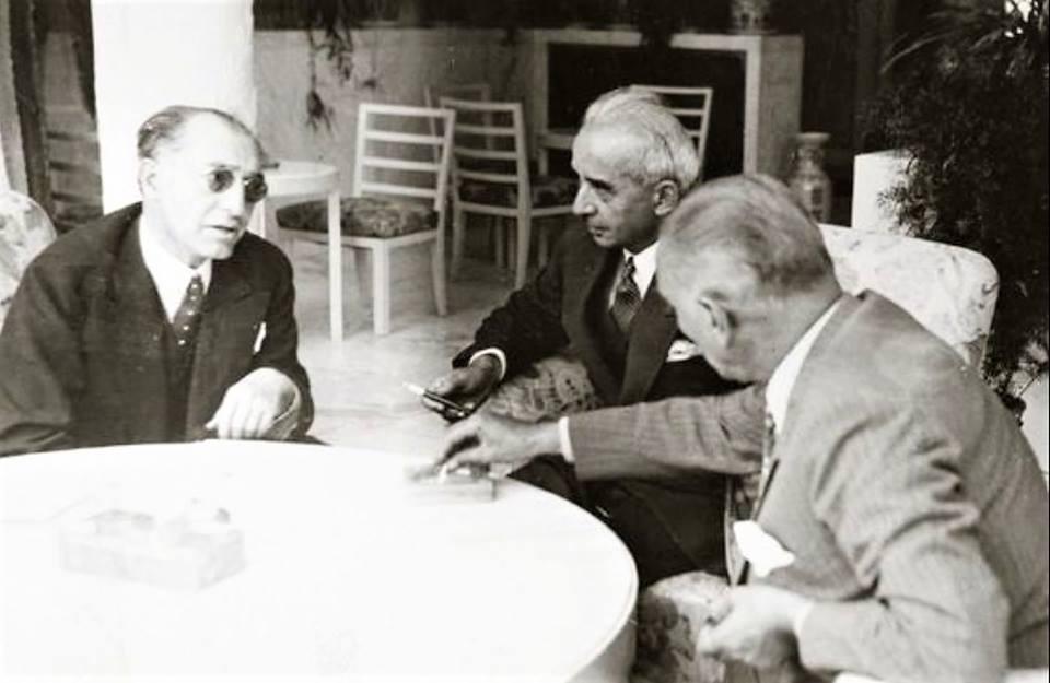 Dışişleri Bakanı Tevfik Rüştü Aras, Başbakan İsmet İnönü ve Cumhurbaşkanı Atatürk. (1937)