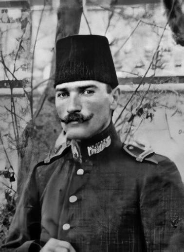 Mustafa Kemal, Trablusgarp'ta Sancak Kumandanı İbrahim Paşa ile birlikte, 26 Eylül 1908.