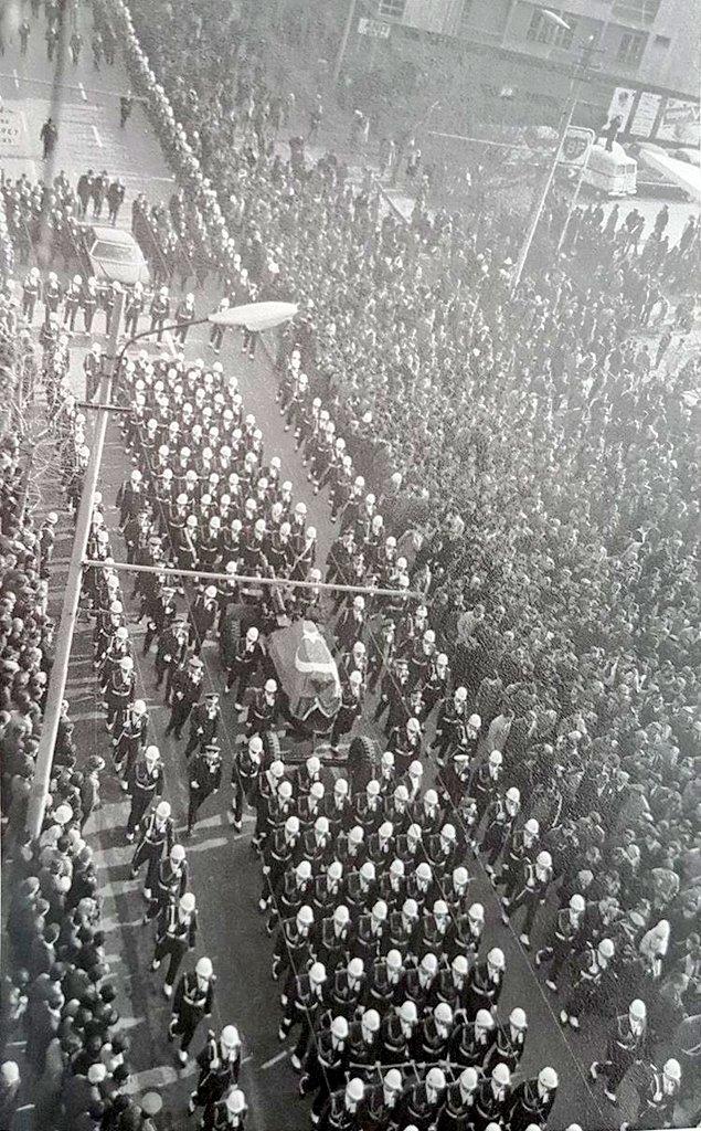 İsmet İnönü'nün cenaze korteji Gazi Mustafa Kemal Bulvarı'ndan geçiyor, 28 Aralık 1973.