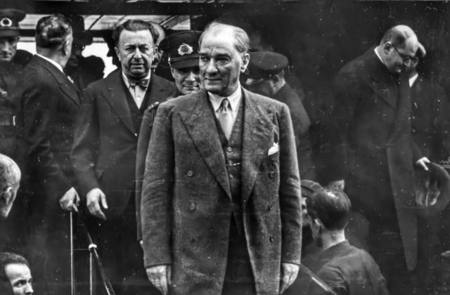 Atatürk ve Şükrü Kaya Fenerbahçe'de, 17 Mayıs 1936.