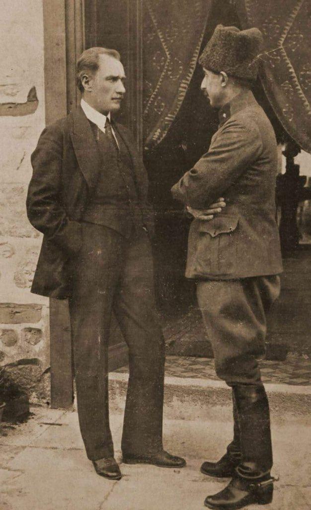 Mustafa Kemal Paşa ve İsmet Paşa Çankaya'da, 4 Haziran 1921.