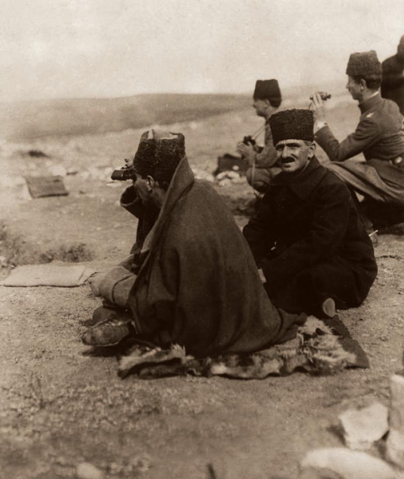 M. Kemal Paşa, Zafer Tepe'den Duatepe'de süren muharebeleri takip ederken, Polatlı, 9 Eylül 1921.