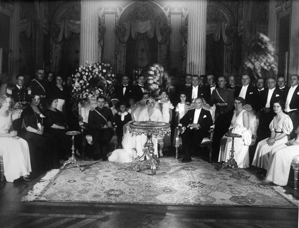 İzzettin Çalışlar Paşa'nın kızının Dolmabahçe Sarayı'ndaki düğünü. İstanbul, 14 Eylül 1933.
